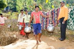 Abastecimiento de agua en la zona rural india Foto de archivo libre de regalías
