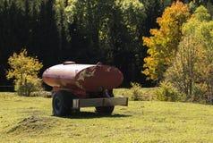 Abastecimiento de agua para los animales del campo sedientos Fotografía de archivo libre de regalías