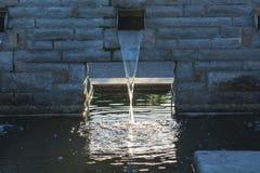 Abastecimiento de agua para una charca del jardín Fotografía de archivo