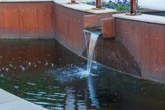 Abastecimiento de agua para una charca del jardín Imágenes de archivo libres de regalías