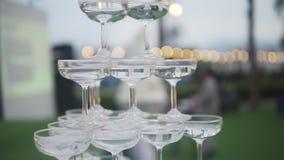 Abastecimiento de la boda Concepto del matrimonio de la celebración Menú del alcohol del restaurante y de la barra Bebida de lujo almacen de metraje de vídeo