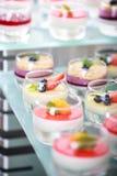 Abastecimiento de la comida fría, en la tabla Imagen de archivo libre de regalías