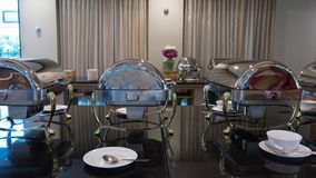 Abastecimiento de la comida fría de la comida interior en restaurante de lujo en el hotel para nosotros Imagen de archivo libre de regalías