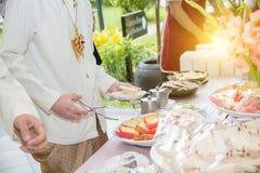 Abastecimiento de la comida fría de la comida que cena comiendo el partido que comparte concepto Foto de archivo libre de regalías