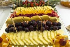 Abastecimiento de la fruta en una placa Imagen de archivo libre de regalías