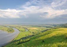 Abastecimiento de la primavera Un paisaje hermoso de la primavera con un pantano, Sunr Foto de archivo libre de regalías