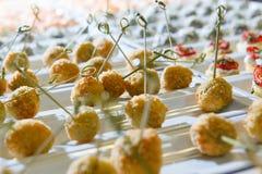 Abastecimiento del bocado de la entrada del banquete delicioso Foto de archivo libre de regalías