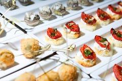 Abastecimiento del bocado de la entrada del banquete delicioso Fotos de archivo libres de regalías