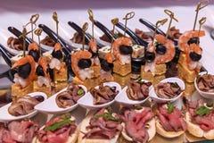 Abastecimiento delicioso de la comida Recepción del cóctel Imagenes de archivo