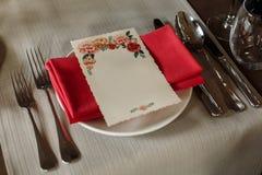 Abastecimiento elegante de la recepción del menub de la boda, arrangeme de lujo de la tabla Foto de archivo libre de regalías