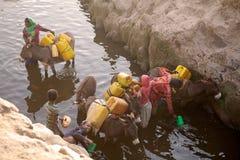Abastecimiento etíope de la mujer y de agua Fotos de archivo
