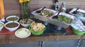 Abastecimiento mexicano de la comida fría del restaurante de la comida almacen de video