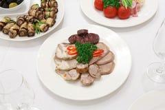 Abastecimiento - tabla servida con bocados de la carne Imágenes de archivo libres de regalías