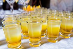 Abastecimiento - tiros de los cócteles del alcohol Imagen de archivo