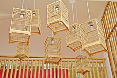 Abat-jour accrochant unique de cage à oiseaux Photos stock