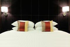 Abat-jour dans la chambre à coucher avec Copyspace au centre au texte d'entrée Photo libre de droits