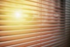 Abat-jour de fenêtre avec le lever de soleil pour des présentations d'affaires Image libre de droits
