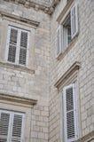 Abat-jour de fenêtre d'un bâtiment Photo stock