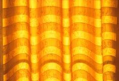 Abat-jour de ton ou rideaux chauds et lumière du soleil naturelle abstraite Photographie stock