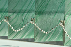 Abat-jour de verticale sur la fenêtre Image libre de droits