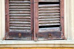 abat-jour en bois de Varèse de mornago de l'Italie le gris concret Photographie stock libre de droits
