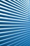 Abat-jour en plastique bleus modernes de volet dans la chambre Photos stock