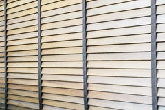 Abat-jour et fenêtre en bois Photographie stock libre de droits