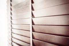 Abat-jour et fenêtre en bois Image libre de droits