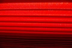 Abat-jour rouges comme protection solaire Photographie stock
