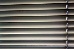 Abat-jour vénitiens pour l'ombre à la fenêtre Photos stock