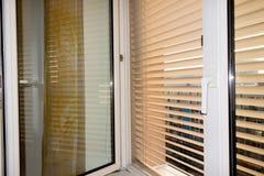 Abat-jour vénitiens pour l'ombre à la fenêtre Photos libres de droits