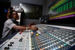 Abat-voix dans le studio d'enregistrement images stock