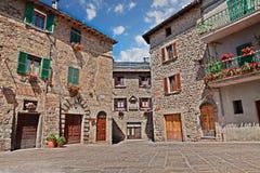 Abbadia San Salvatore, Siena, Tuscany, Italien: Piazza del mercato Royaltyfria Bilder