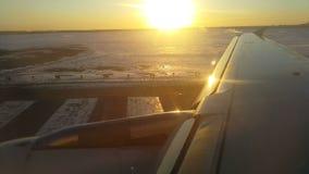 Abbagli dall'alba sull'ala di un Airbus video d archivio