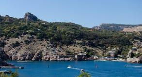 Abbai sui precedenti delle montagne in Crimea immagine stock libera da diritti