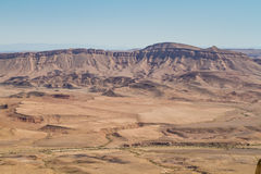 Abbandoni il paesaggio, Makhtesh Ramon in deserto di Negev, Israele Immagini Stock Libere da Diritti