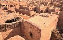 Abbandoni la città Mut nell'oasi di Dakhla nell'Egitto Fotografia Stock