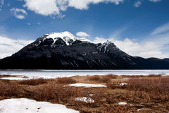 Abbassi il lago Kananaskis fotografia stock libera da diritti