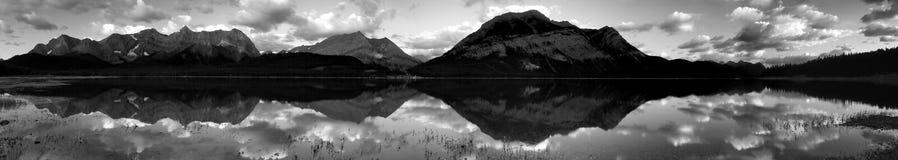 Abbassi il panorama del lago Kananaskis immagine stock libera da diritti