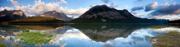 Abbassi il panorama del lago Kananaskis fotografia stock libera da diritti