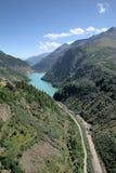 Abbassi il serbatoio di acqua della diga di Kolnbrein, Carinzia, Austria Fotografia Stock