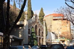 Abbassi la stazione funicolare nella città nell'inverno, la Georgia di Tbilisi Fotografia Stock Libera da Diritti