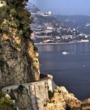 Abbassi la strada di Corniche sul d'Azur del Cote Fotografia Stock