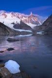 Abbastanza il ghiaccio prima del sole aumenta nella Patagonia Immagine Stock