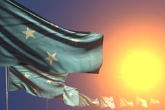 Abbastanza molte bandiere della Micronesia sul tramonto hanno disposto diagonale con il fuoco ed il posto molli per il vostro con illustrazione vettoriale