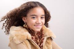 Abbastanza teenager con capelli in brezza Fotografia Stock Libera da Diritti