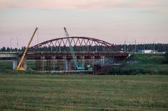 Abbau der alten Brücke in der Kaluga-Region von Russland auf dem Ugra-Fluss Stockfotos