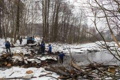 Abbau der Brücke auf Pekhorka Lizenzfreie Stockbilder