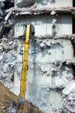 Abbau eines Hauses mit Bagger Lizenzfreies Stockbild