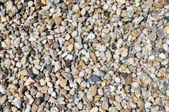 Abbauen des Kieses und des Sandes in einer Kiesgrube - Hintergrundkiesel Stockfotografie